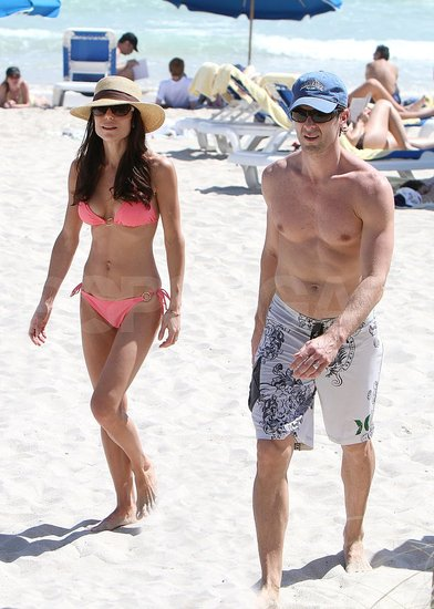 bethenny frankel pregnant bikini. Pictures of Bethenny Frankel