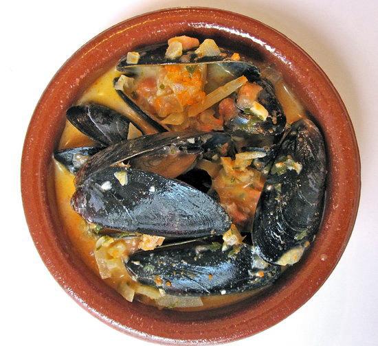 chorizo and tomato broth mussels with chorizo and tomato broth mussels ...