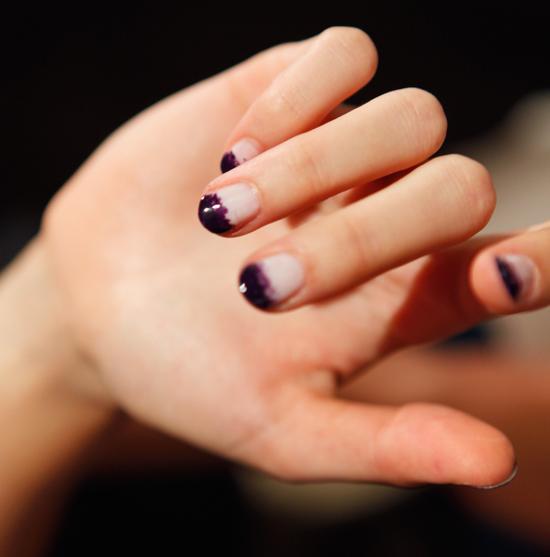 How To Do Ombre Nail Polish: Black Nail Polish Trend